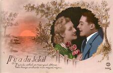 CP IL Y A DU SOLEIL - COUPLE EN MEDAILLON