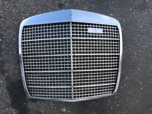 MERCEDES W108 280SE W109 300SE USED FRONT GRILLE SEDAN 4 DOOR #5 NO EMBLEMS