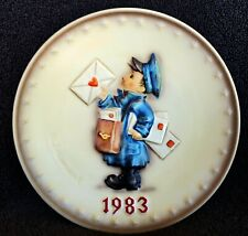 """Hummel Annual Plate 1983 """"Postman� Hum 276 ~ New in Box ~ Stand included"""