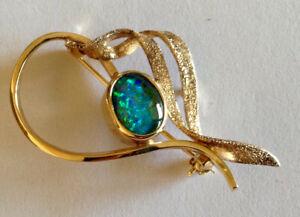 Opal (black) triplet vintage brooch set in 9 ct gold, in original box