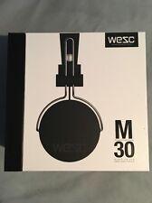 (nuevo) Wesc M30 Con cable En Oído Auriculares Negros RRP £ 59.99