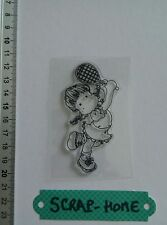 TAMPON ACRYLIQUE CLEAR STAMP PERSONNAGE  PETITE FILLE MAGNOLIA TILDA TENNIS