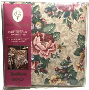 """Town & Country Living Gloria Vanderbilt Floral Fabric 90 x 100"""" Slipcover Chair"""