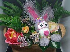 Blumengesteck Blumenarangement Hase im Blumenkorb gehäkelt Geschenk Idee Deko