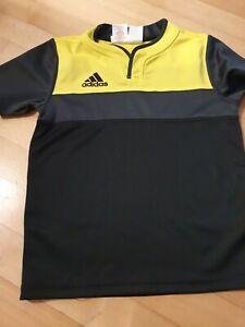 Neuwertiges Sport T-Shirt  von adidas Gr. 134 /140