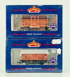 BACHMANN 00 GAUGE - 37-702 - PAIR OF 10T CATTLE WAGONS BR BAUXITE BROWN BOXED