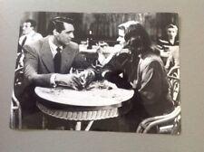 """INGRID BERGMAN CARY GRANT - """"LES ENCHAINÉS """" - PHOTO DE PRESSE  14x20cm"""