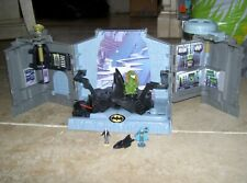 Batman Wayne Manor Batcave DC Comics Superhero Batman Alfred figure Vehicle USED