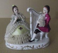 Figura vintage Mixta Nylon-porcelana, Composición Enamorados con arpa