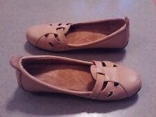 Beacon Women Size 8.5 Leather Tan Mary Jane Loafer Shoe