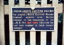 PHOTO  LODON & NORTH EASTERN RAILWAY NOTICE PRIVATE PROPERTY JULY 1963