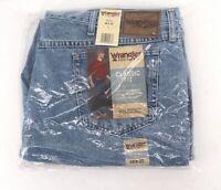 Wrangler NWT Classic Fit Jeans 46 x 30 Medium Wash Denim Rugged Wear Mens