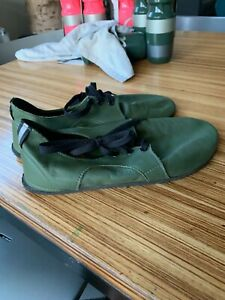 Softstar Shoes, Mens Dash RunAmoc size 11 wide, olive green leather/Vibram soles