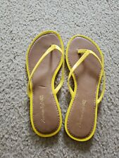 AMERICAN EAGLE Women's Patent LEATHER Flip Flops Yellow Thong Sandals SIZE 7