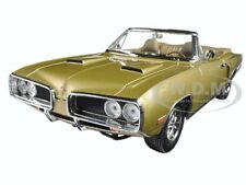 1970 DODGE CORONET R/T GOLD 1:18 DIECAST MODEL CAR BY ROAD SIGNATURE 92548