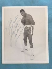 PHOTOGRAPH OF HEAVYWEIGHT BOXING CHAMPION LARRY HOLMES - INSCRIBED BY HOLM