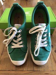 Cariuma OCA Low Sneakers 7.5 Green Canvas
