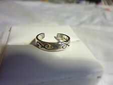 Small Vintage Sterling Silver Ring - Deceased Estate - US size 4
