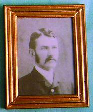 1:12 Scale Foto Enmarcada (impresión) de un victoriano hombre casa de muñecas en miniatura de arte