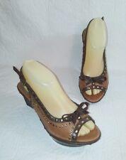 B MAKOWSKY Women's Sz 7 Wedge Open Toe Sling Back Heels Brown Leather w/ Studs