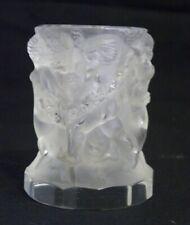 petit vase ou porte-bougie à décor d'une ronde d'amours aux guirlandes R LALIQUE