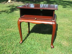 THE BOMBAY COMPANY VINTAGE END TABLE TV STAND ACCENT PIECE CORNER SLIDE OUT TRAY