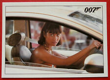 JAMES BOND - Quantum of Solace - Card #015 - An Attractive Brunette Drives Up