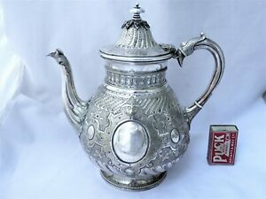 LARGE ORNATE VICTORIAN SILVER PLATED TEA POT - MARTIN HALL & CO 1870'S EPNS