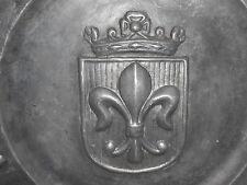 ANCIEN PLAT EN ETAIN FLEUR DE LYS 19 ème XIXe SIECLE ROYAUTE D 35 cm ROI 2,7 Kg