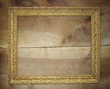 Ancien beau cadre en bois et stuc doré dimension de feuillure : 50,9 x 40,5 cm.