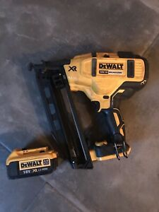 DeWalt DCN660 Type2 18v XR Brushless 2nd Fix Finishing Nailer with 4Ah Battery