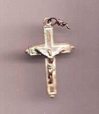 medaillon  pendentif christ sur croix - souvenir de mission gravé au dos