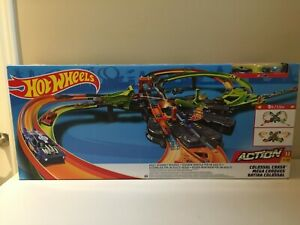 Brand New Hot Wheels GFH87 Colossal Crash Track Set Car Race Track Dinky Cars