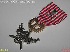 Steampunk badge brooch pin drape Medal pirate skull swords Black Sails