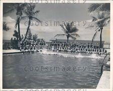 1943 Swimmers at Salt Water Pool Sun & Surf Club Palm Beach FL Press Photo