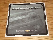 Original 2002 Chevrolet Avalanche Deluxe Sales Brochure 02 Chevy
