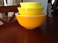 PYREX Yellow/Orange Daisy Mixing Bowls 401, 402, 403