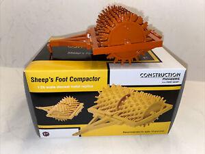 First Gear Sheeps Foot Compactor 1:25 Orange