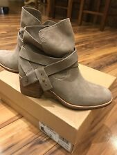 UGG Women's Elora Ankle Boot, Sahara, Size 7.0 Ft5R