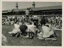 Italie, au stade, vers 1954 Vintage silver print Tirage argentique  16x21