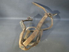 Ancienne muselière à veaux en cuir art populaire paysan déco chalet Savoie