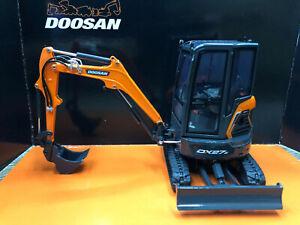 1/25 DOOSAN DX27Z UH8141 Crawler Excavator Model Diecast Engineering Vehicle Toy