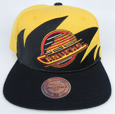 VANCOUVER CANUCKS NHL MITCHELL AND NESS VINTAGE SNAPBACK SHARKTOOTH CAP HAT NWT!