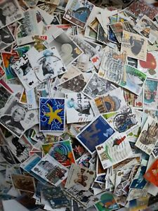 Gb commemorative stamps kiloware. 100 stamps off paper. Older issues used