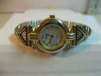 VISAGE WOMAN'S QUARTZ WATCH/GOOD COND/KEEPS TIME/NEW BATTERY/NICE WATCH.