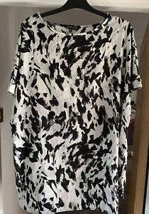 CAPSULE LADIES ANIMAL PRINT  TOP SIZE 20 Grey Black White Tunic Top