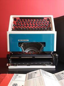 E. Sottsass White & Blue Olivetti Underwood 315 Portable 70s Typewriter + Case