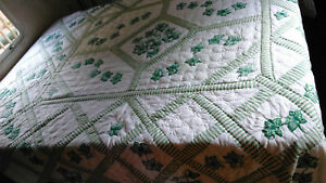 Unusual ARCH Quilt-GREEN & WHITE 80x84-COTTON-ZIGZAG EDGES-VINTAGE-QUILTED