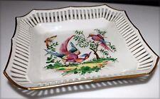 Petit plat de décoration à bords ajourés en porcelaine