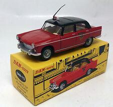 Peugeot 404 Taxi Radio G7 Rouge avec Toit Ouvrant Noir DAN 112